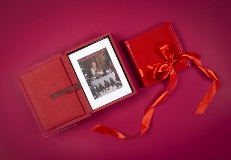 holiday mini session theme - folio box and photo album